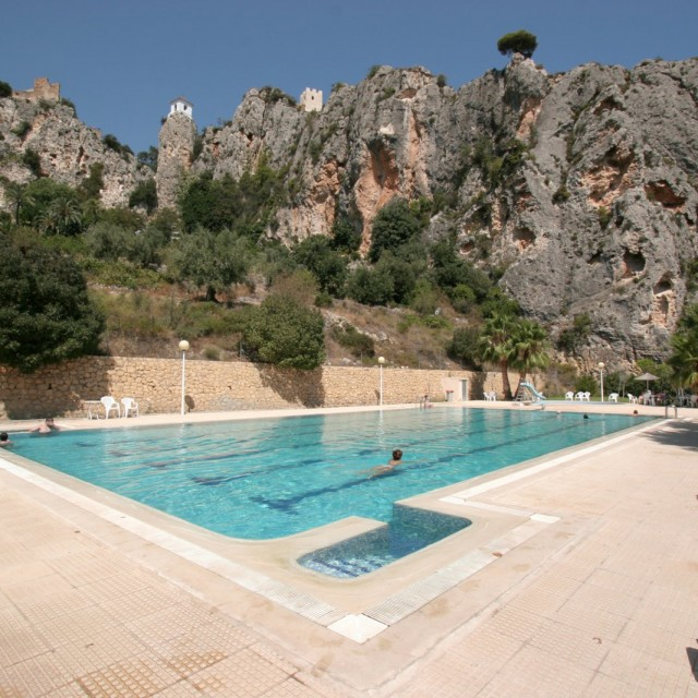 The Guadalest pool, now free for Cases Noves guests.